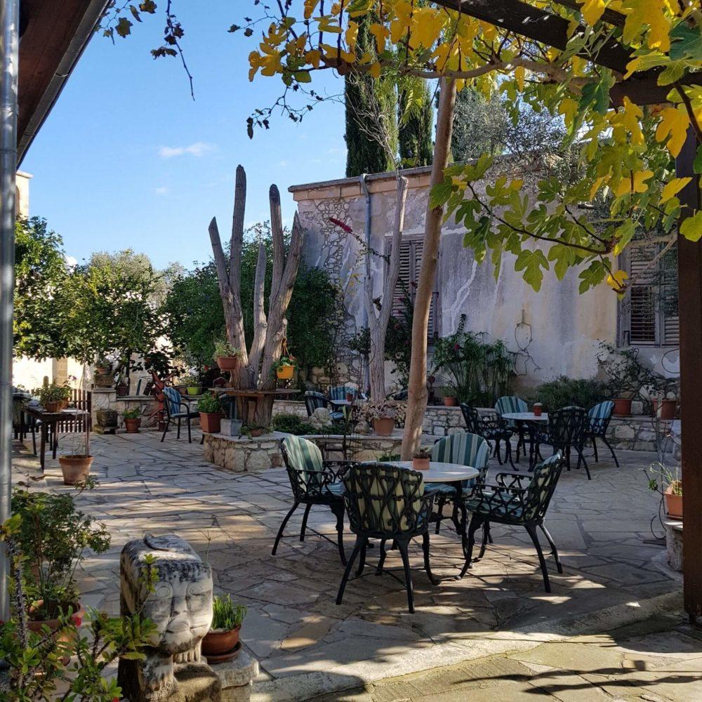 Tina's Art Cafe in Polis